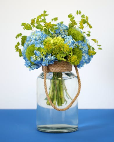 Father's Day flower arrangment in a mason jar